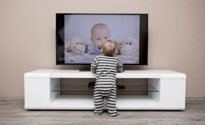 テレビとともに育つ子供