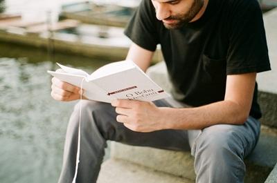 社会人が本を読むとお金になる