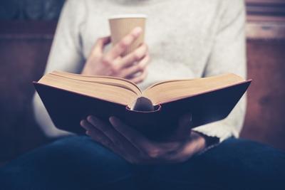 本を何度も繰り返し読む人