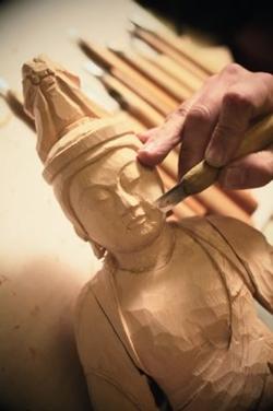 神は細部に宿る、仏像を彫る