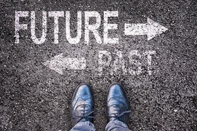 過去と未来にとらわれて動けなくなる