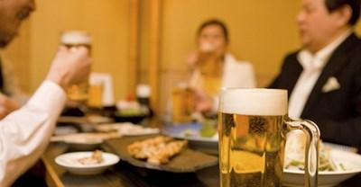 会社の飲み会に参加するメリット