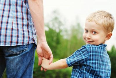 子育てにおける父親の役割を果たす